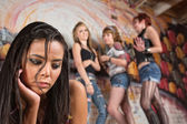 Mladá žena je šikanováno — Stock fotografie