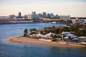 Fort Lauderdale Homes and Skyline — Stock Photo
