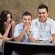 Foto Stock: Hispanic Family Enjoying TV