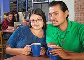Sweethearts in een café — Stockfoto