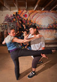 Capoeira Instructor Teaching a Woman — Foto Stock