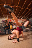 Female Capoeira Performer Kicking — ストック写真