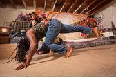 Pareja de artistas de capoeira — Foto de Stock