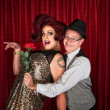 Foto Stock: MHolding Drag Queen