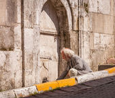 Istanbul Man Filling Water Bottle — Stockfoto