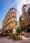 Istanbul Building with Flag — Stockfoto