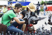 Feeding Pigeons in San Jose, Costa Rica — Stock Photo