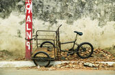 Tricycle chained to a post in Nicaragua — Stock Photo