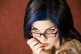 Vrouw met tatoeages — Stockfoto