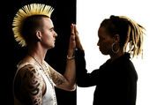 Man with Mohawk and Woman with Dreadlocks — Stock Photo