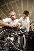 Hispanic father and son in garage — Stock Photo