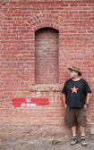 Man in Cowboy Hat Waiting — Stockfoto