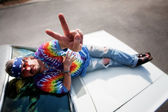 Hippie on the hood of a car — Foto Stock