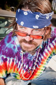 Hippie en un coche de capota — Foto de Stock