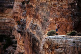 Man standing near the edge of the Grand Canyon — Stock Photo