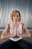 Smoking woman meditating — Stockfoto