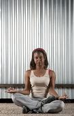 African-American woman meditating — Stockfoto