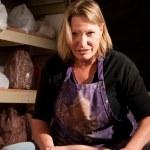 ������, ������: Female potter