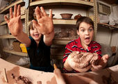 Children in a clay studio — Zdjęcie stockowe