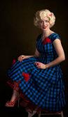 Tense Retro Blonde Woman — Stockfoto