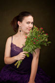 ładna dziewczyna z kwiatami — Zdjęcie stockowe