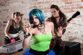 Female punk rock band — Stockfoto