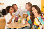 Friends are socializing over smoothies. — Stock Photo