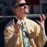 Man screams in dispair over cell phone. — Stock Photo