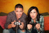 Hispanic Couple Playing Video game — Stock Photo