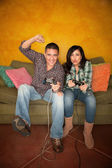 Hispanic Couple Playing Video game — Stock Photo