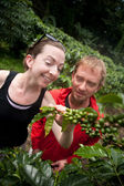 American and European couple on coffee plantation in Costa Rica — ストック写真