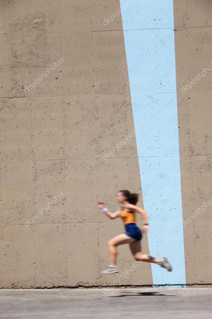 Muscular woman sprints to win � Stock Photo � creatista #40319531