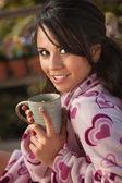 お茶を持つ女性 — ストック写真