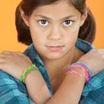 小女孩用手臂交叉 — 图库照片