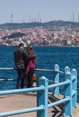 Turkish Couple Along the Bosphorus — Stock Photo