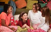 Gelukkig jonge meisjes — Stockfoto