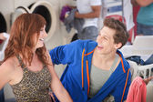 Happy Couple In Laundromat — Stock Photo