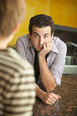 Young man in kitchen with friend — Stock fotografie