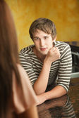Young Man Talks to Woman — Stockfoto