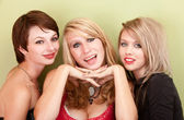 Three attractive teen girls smile for a portrait — Stockfoto
