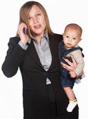 Frustrierte Frau am Telefon mit baby — Stockfoto