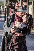 Gruff Man and Woman Kiss — Zdjęcie stockowe