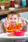 Menina come o pequeno-almoço — Foto Stock