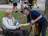 Banjo Player with Man in Wheelchair at Iowa State Fair — Stock Photo