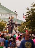 Crowd and American Gothic Sculpture at Iowa State Fair — Stock Photo