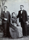 RUSSIAN EMPIRE - CIRCA 1910:Vintage photo shows three young friends wearing elegant clothing. — Foto de Stock