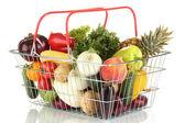 Légumes frais et fruits en panier métallique isolé sur fond blanc — Photo