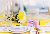Serving fabulous wedding table in purple and yellow color of the restaurant — Stock Photo