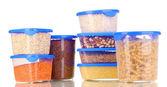Gefüllte plastikbehälter, die isoliert auf weiss — Stockfoto