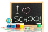 Kleine Schulbank mit verschiedenen Schule liefert Nahaufnahme isoliert auf weiß — Stockfoto